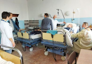 Foto's van geschonken medische goederen in patiëntenkamers in Zhitomir